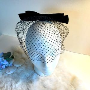 Vintage 1950s Black Velvet Bow Hat w Netting
